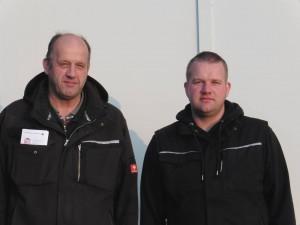 Hans-Peter und Jan-Peter Hansen aus Winnert vor ihrem BHKW
