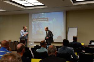 Peter Krabbe und Dirk Goeman auf dem Fachsymposium Biogasmotoren